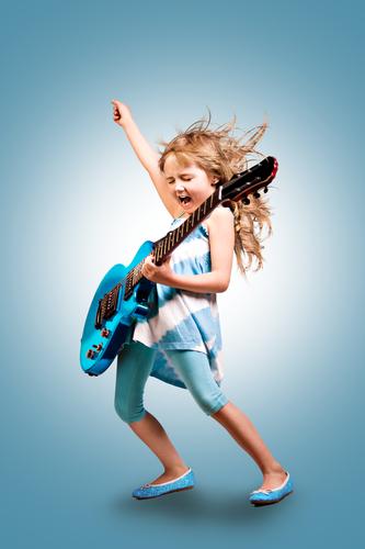 Jouer à la guitare - Depositphotos