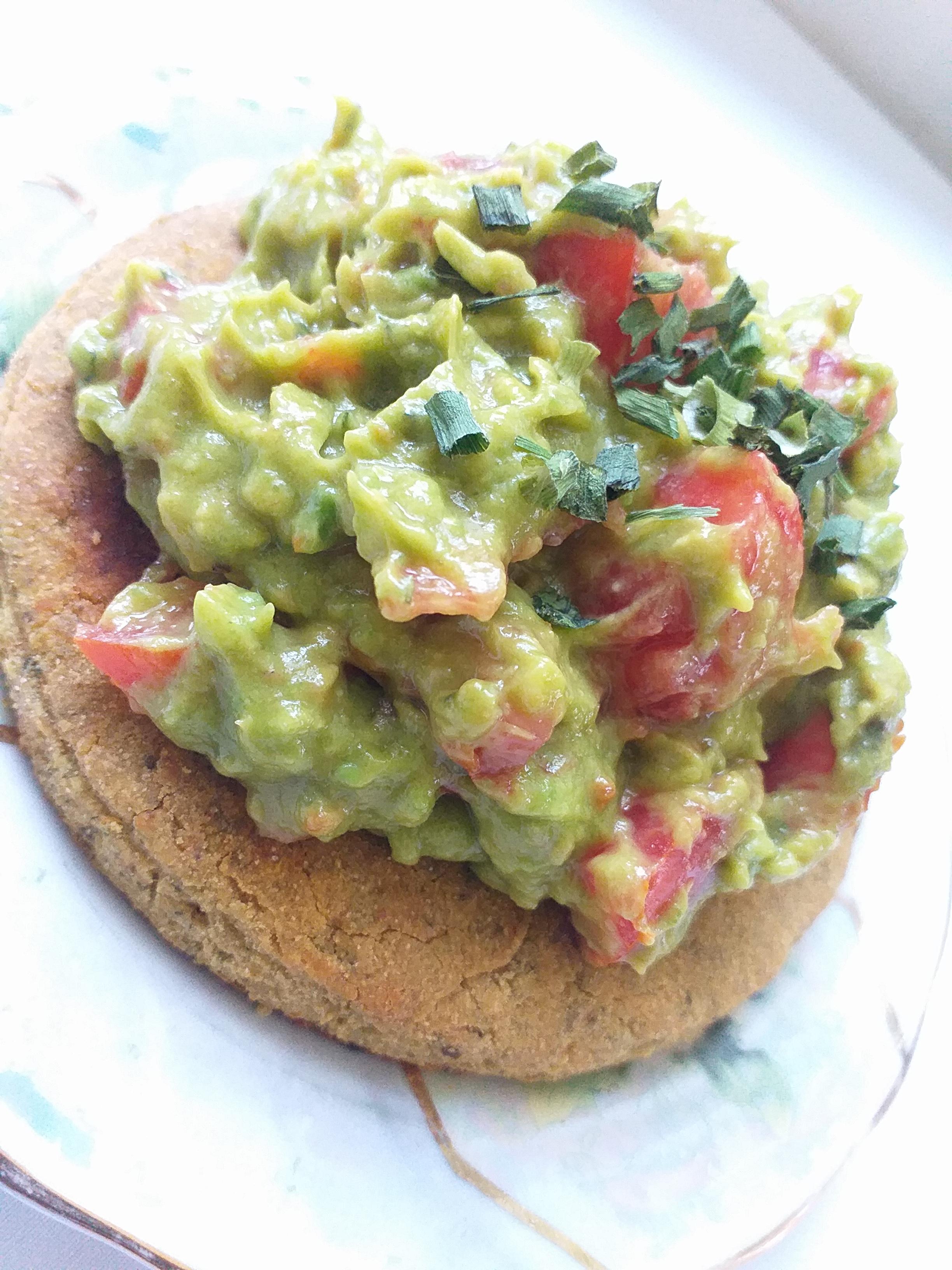 Toast de blinis au guacamole